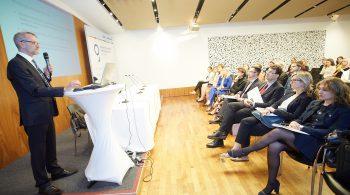 """Wien - Mit der Studie wollen die AutorInnen einen Beitrag zur Diskussion der Weiterentwicklung von DiM und CSR in Österreich leisten. Die Ergebnisse sind in die drei Bereiche """"Institutionalisierung von DiM & CSR"""", """"Offenlegung von Diversitätsaspekten"""" und """"DiM und CSR als Aspekte im Employer Branding"""" gegliedert."""
